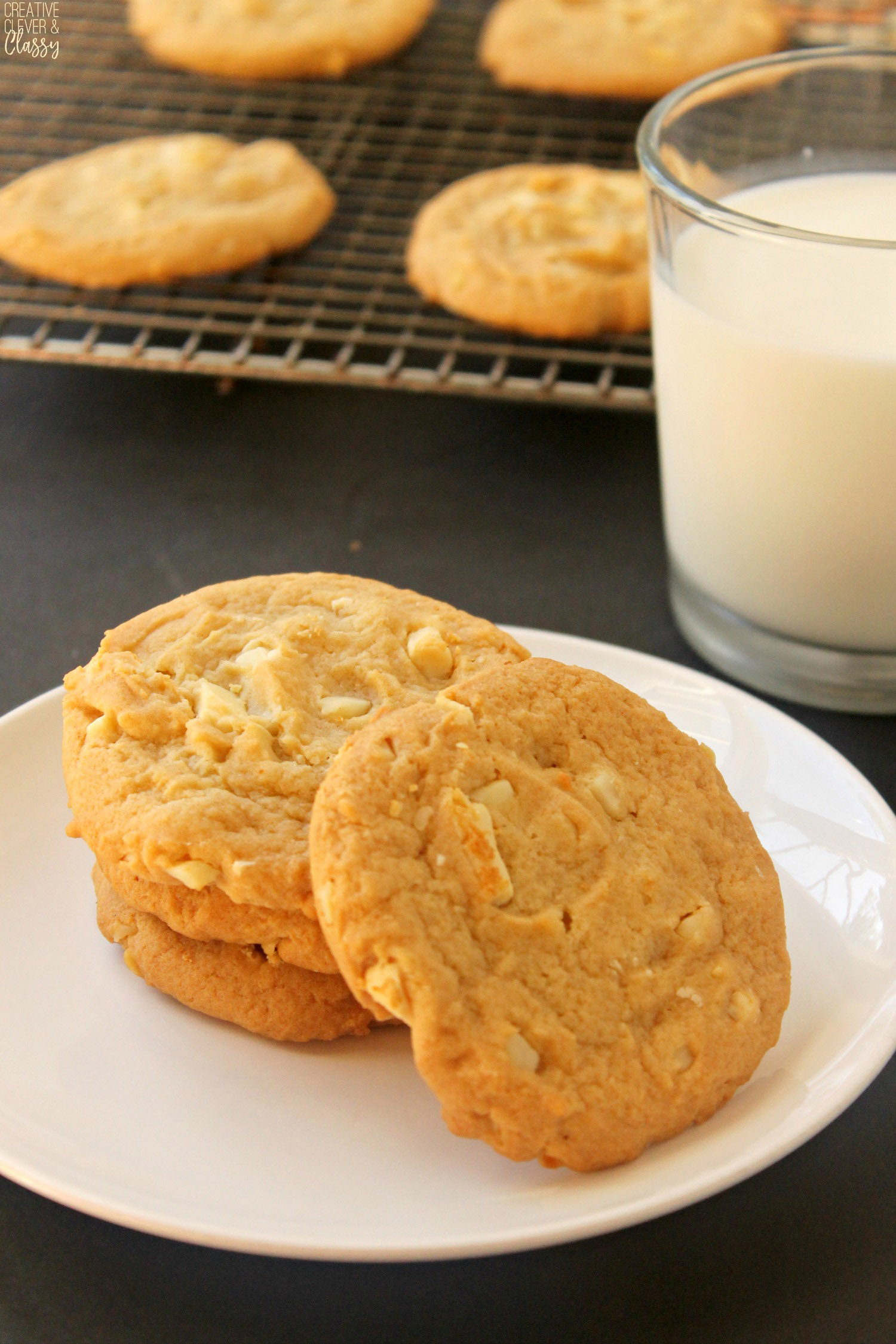 My favorite part of Christmas is making Christmas cookies! I love eating every Christmas cookie I can get my hands on! Try these delicious, warm white chocolate macadamia nut cookies.